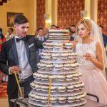 Tort de crema de lamaie si sos de zmeura pentru Valentin si  Andreea la Golden Palace