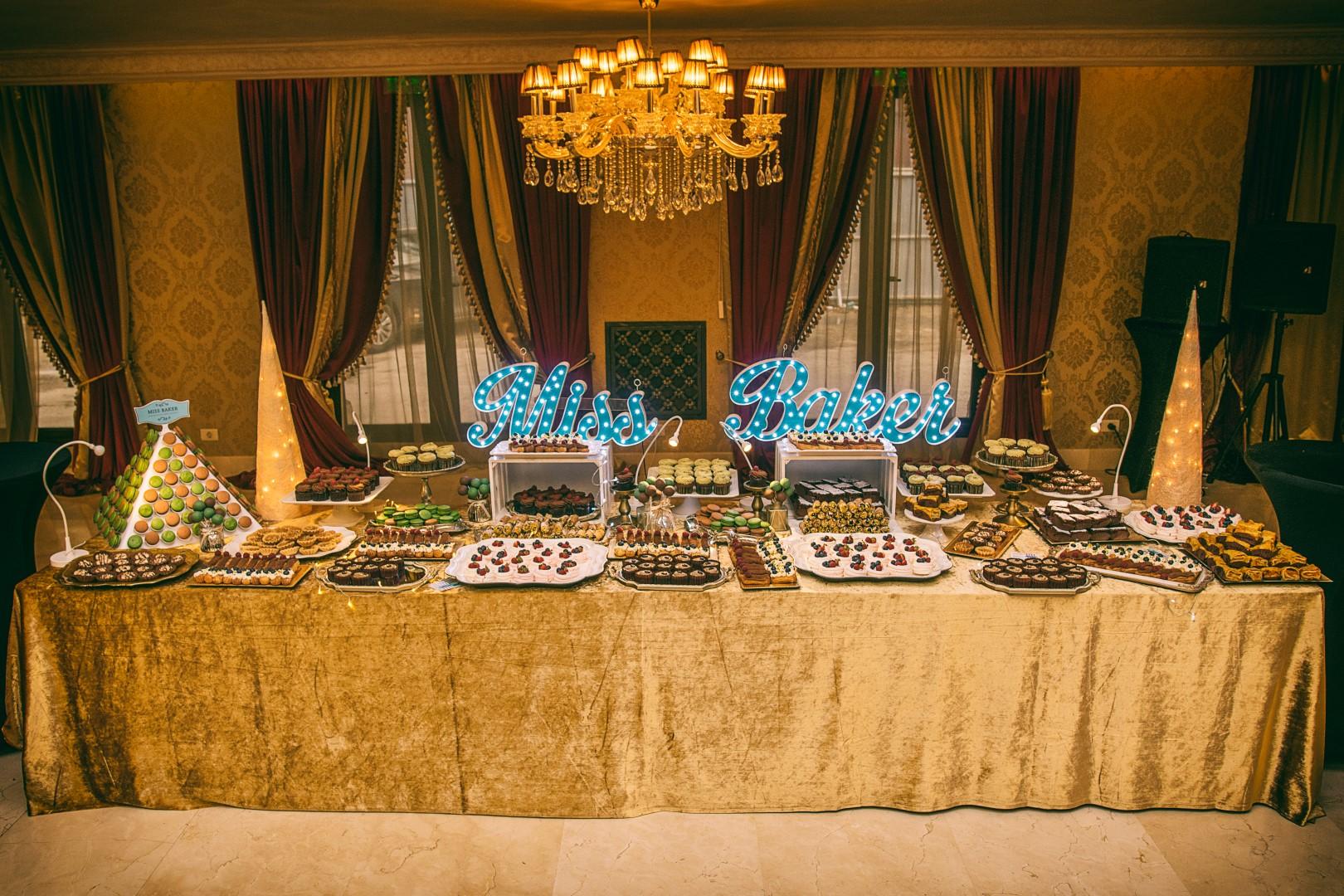 Prăjituri din ingrediente naturale în Constanța, Candy Bar, Cofetărie, Livrări la Domiciliu